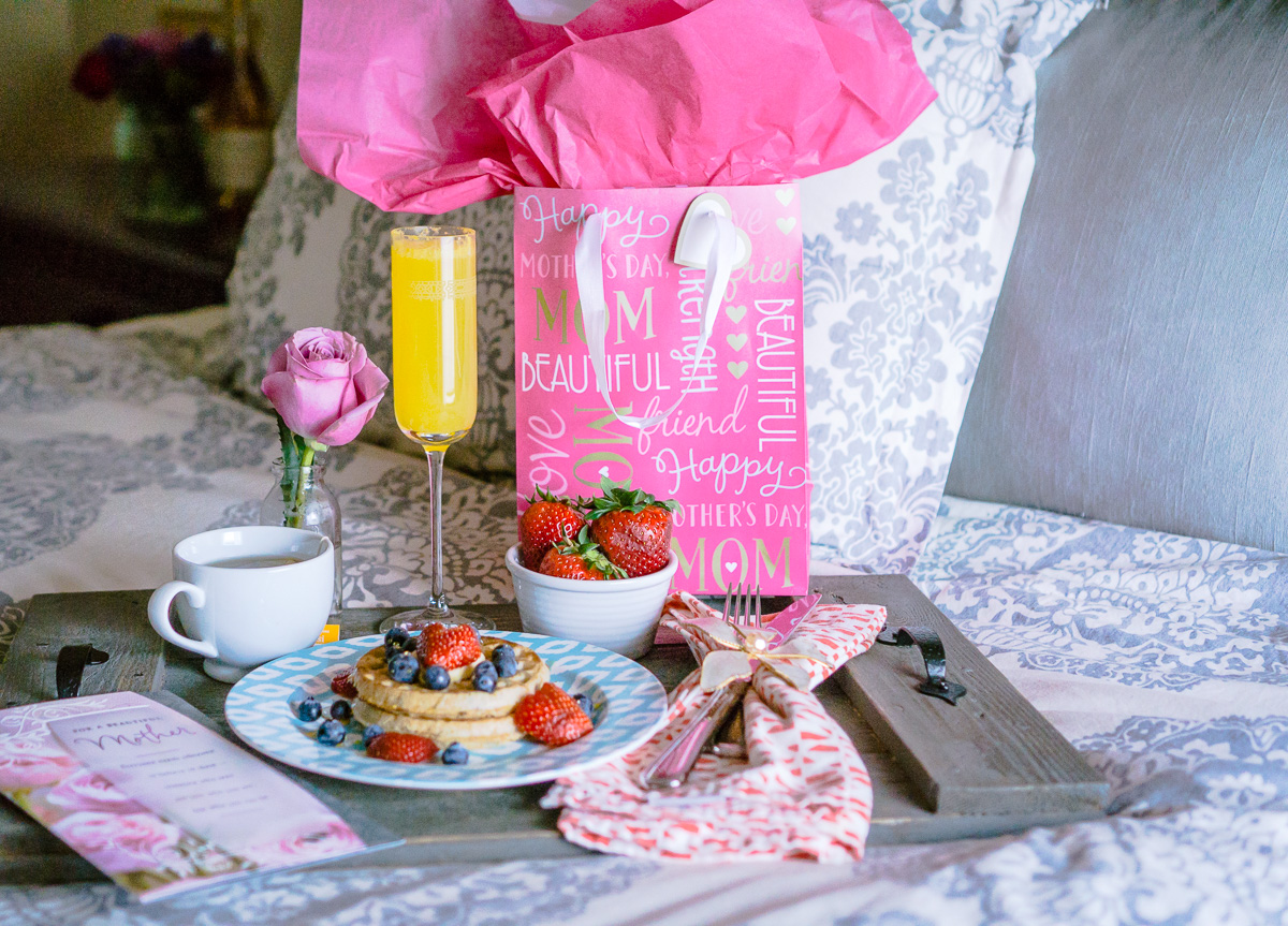 Mothers-Day-Breakfast-in-bed